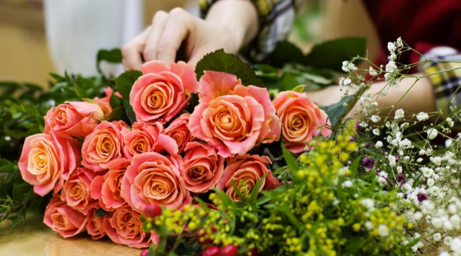 4 dažniausiai užduodami klausimai floristui apie gimtadienio gėles