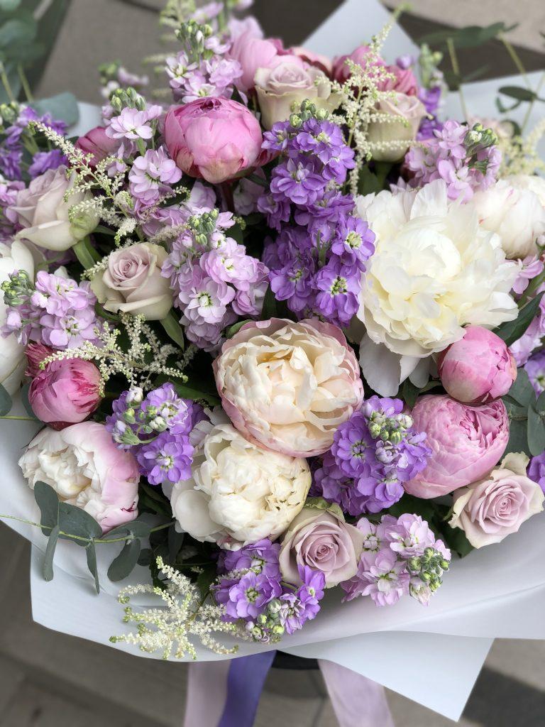 gėlės su gimtadieniu